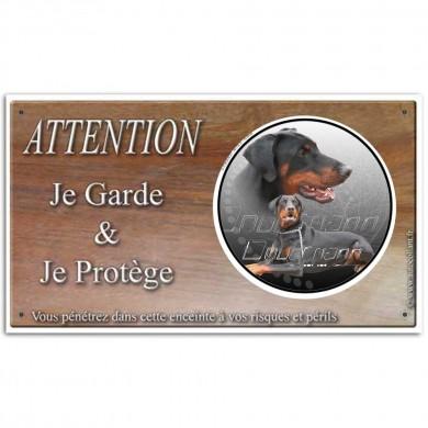 une plaque de porte avec attention au chien