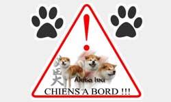 Adhésif triangle chien à bord akita inu