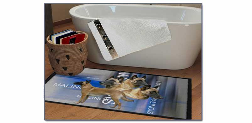 tapis de chien malinois devant une baignoire