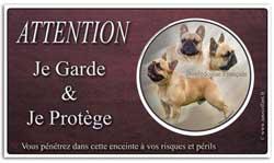 un panneau avec un bouledogue français
